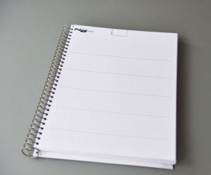 kariertes Grundraster mit 5 Linien pro Seite / Plaid grid with 5 lines per page.
